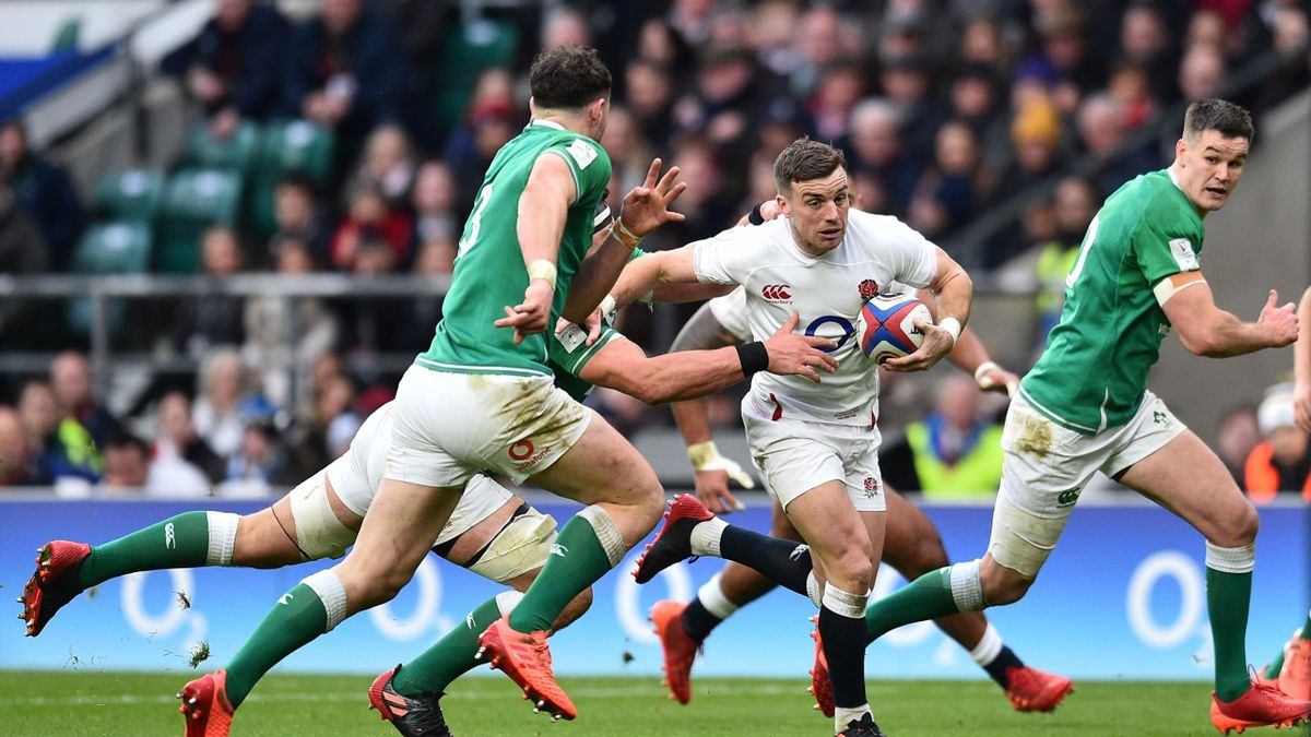 England's fly-half George Ford (C) runs through the Ireland defence during the Six Nations international rugby union match between England and Ireland