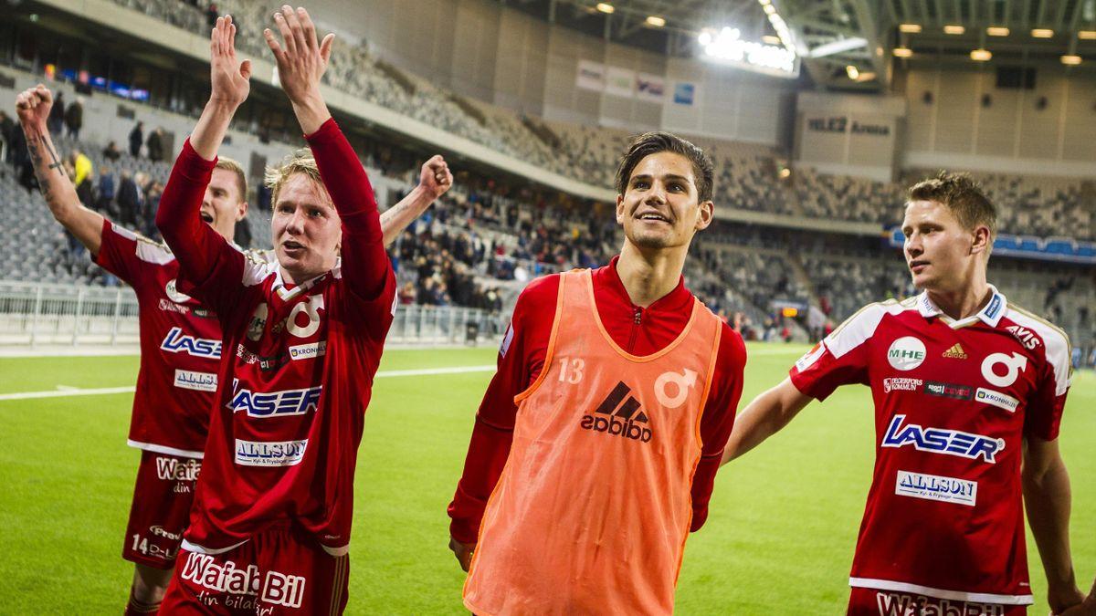 Degerfors-spillerne feirer 2-1-seieren over Djurgården i cupen i 2020.