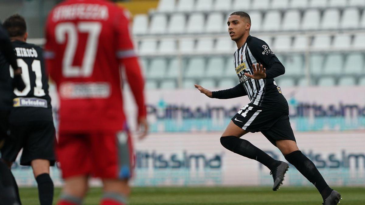 Ascoli-SPAL, Serie B 2020-2021: Abdelhamid Sabiri (Ascoli) esulta dopo il gol dell'1-0 su calcio di punizione (Getty Images)
