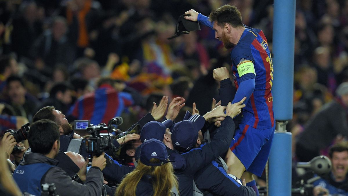 Leo Messi (Barcelona) celebrando el gol frente al PSG con la grada del Camp Nou