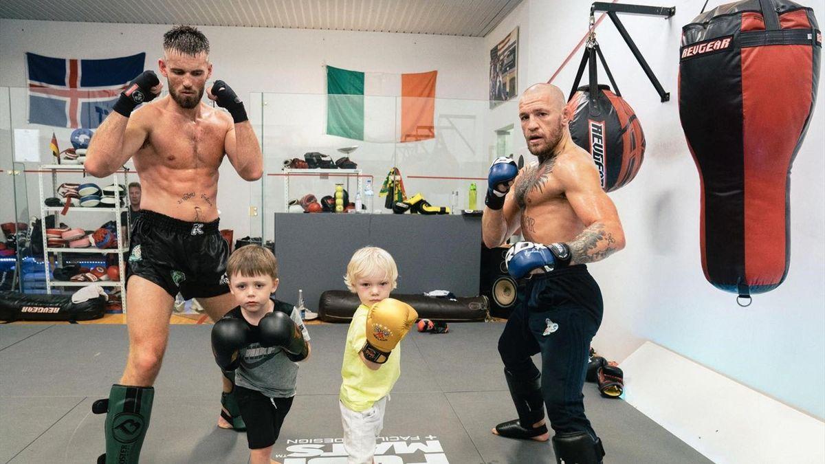 Conor McGregor Jr sul ring col papà a tre anni