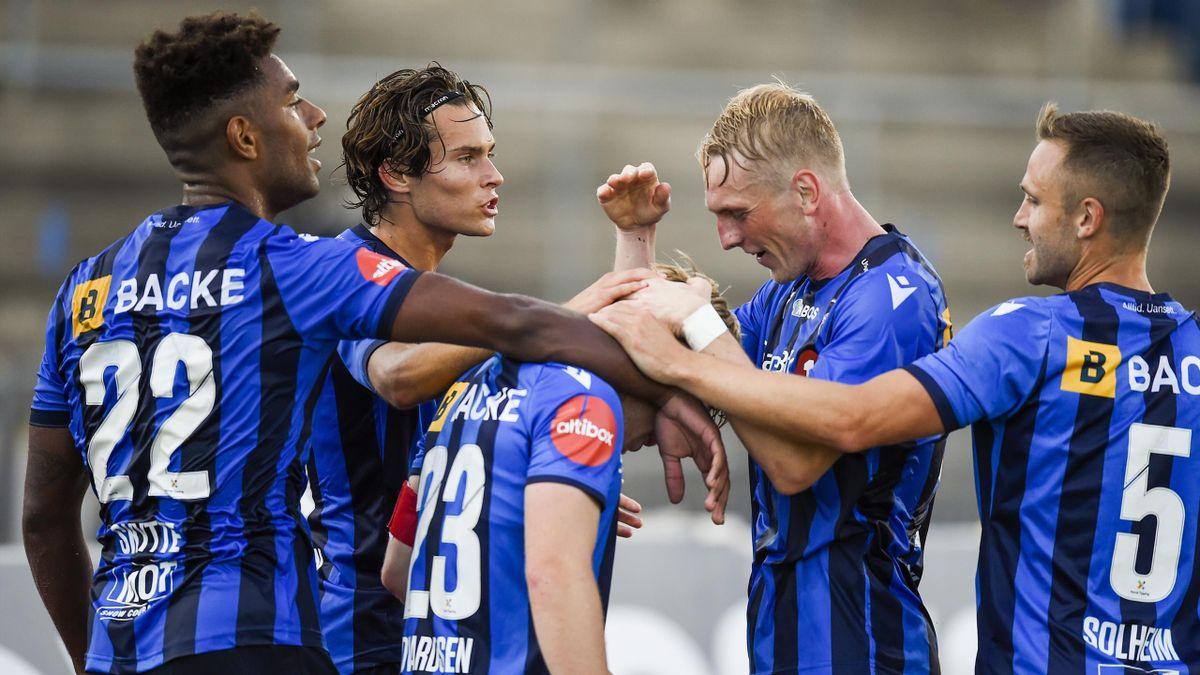 Stabæk-spillerne jubler for Oliver Edvardsens 2-0-scoring.