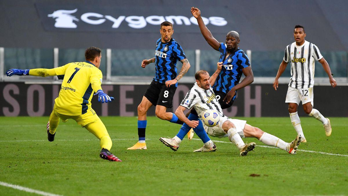 Giorgio Chiellini tira la maglia a Romelu Lukaku, Juventus-Inter, Getty Images