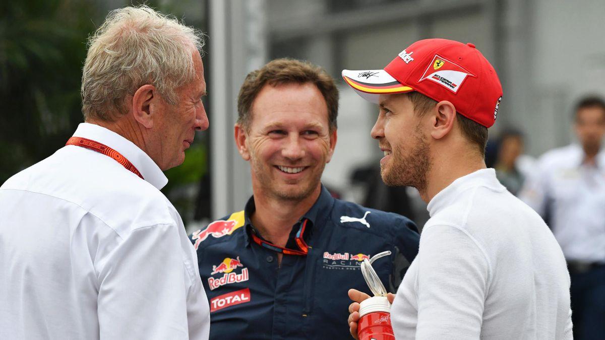 Sebastian Vettel (rechts) im Gespräch mit den Red-Bull-Verantwortlichen Christian Horner (mitte) und Helmut Marko