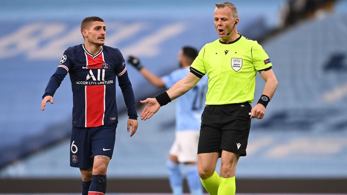 Bjorn Kuipers, l'arbitre de Manchester City-PSG, aux côtés de Marco Verratti.