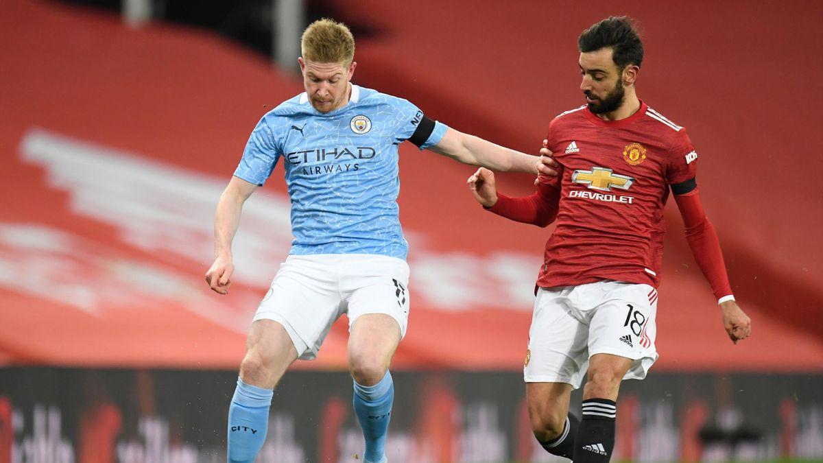 Bruno Fernandes (Manchester United), într-un duel cu Kevin De Bruyne (Manchester City)