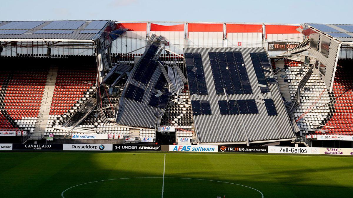 Une partie du toit du stade de l'AZ Alkmaar s'est effondrée sur une tribune et a causé de lourds dégâts suite à une tempête le 10 août 2019