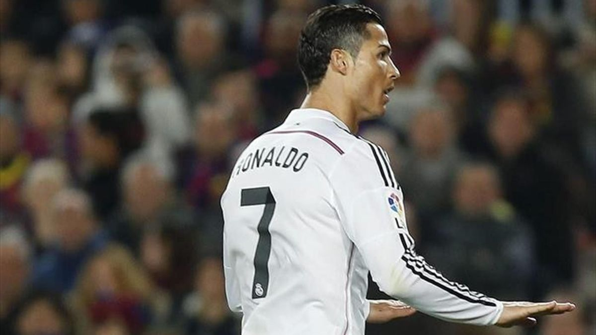 Cristiano Ronaldo pidienco calma en el Clásico