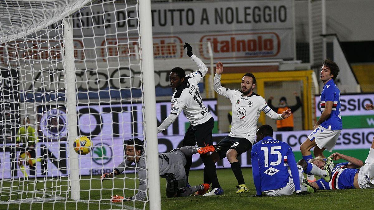 Claudio Terzi segna il gol dell'1-0 in Spezia-Sampdoria