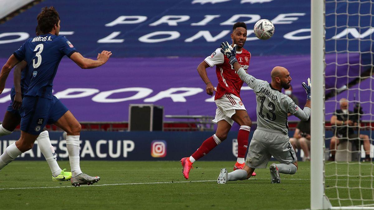 Pierre-Emerick Aubameyang (FC Arsenal) trifft zum 2:1 gegen den FC Chelsea