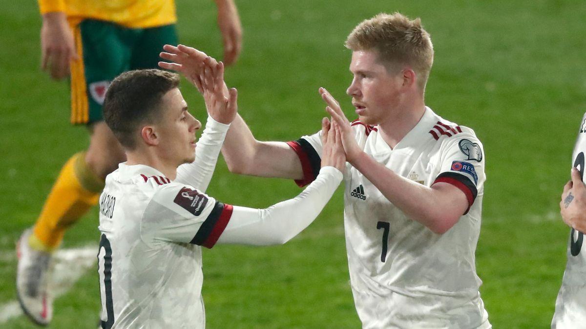 Thorgan Hazard (L) and Kevin De Bruyne