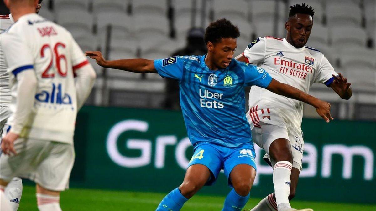 Boubacar Kamara et Tino Kadewere lors de Lyon - Marseille en Ligue 1 le 4 octobre 2020