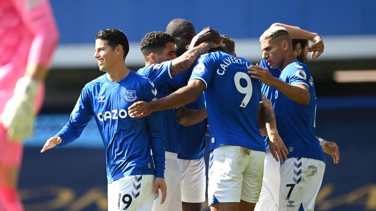 Dominic Calvert-Lewin of Everton celebrates with his team after scoring his sides fourth goal during the Premier League match between Everton and West Bromwich Albion at Goodison Park on September 19, 2020 in Liverpool, England.