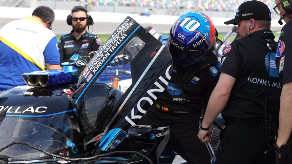 Alonso y su Cadillac en las 24 Horas de Daytona