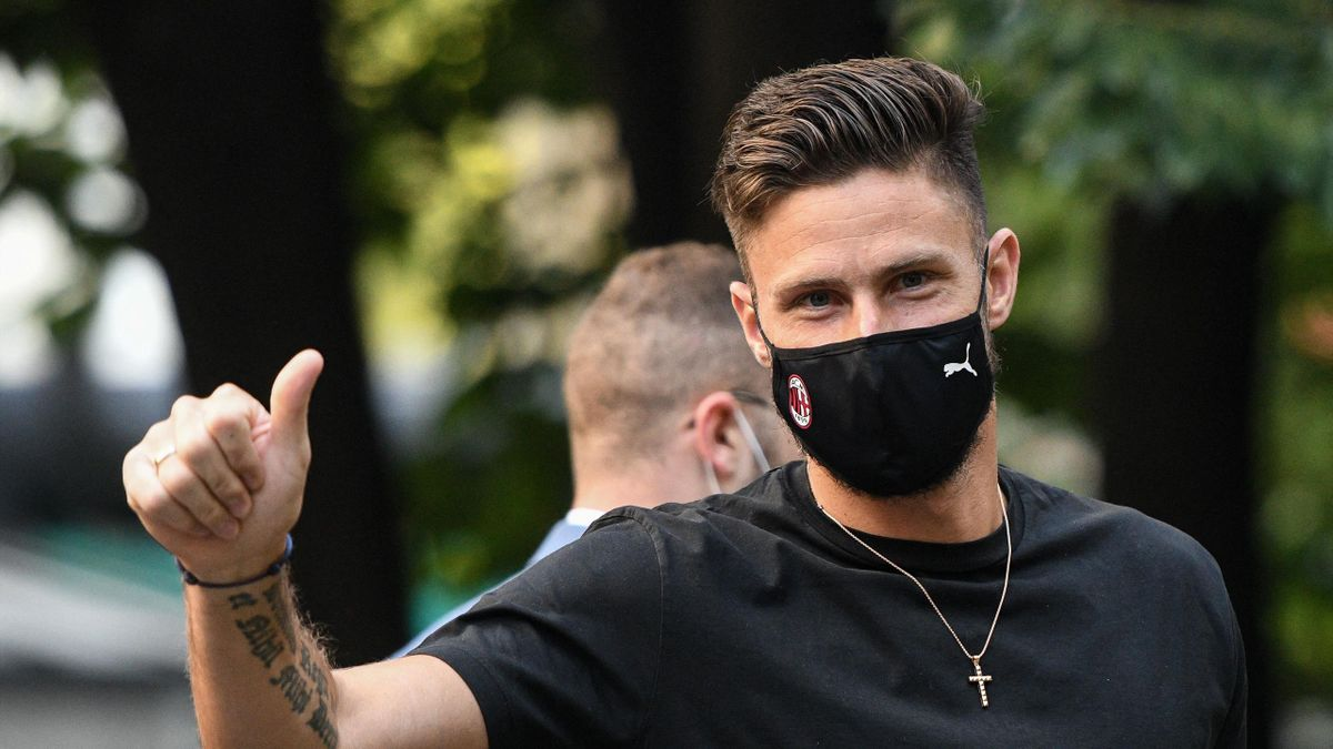 AC Milan centre-forward, France's Olivier Giroud gestures as he arrives at La Madonnina clinic in Milan