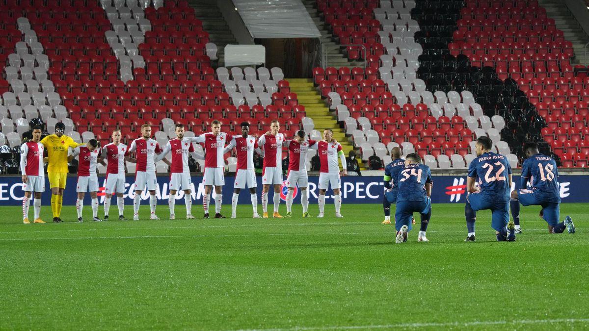 Lacazette, la începutul partidei Slavia Praga - Arsenal 0-4