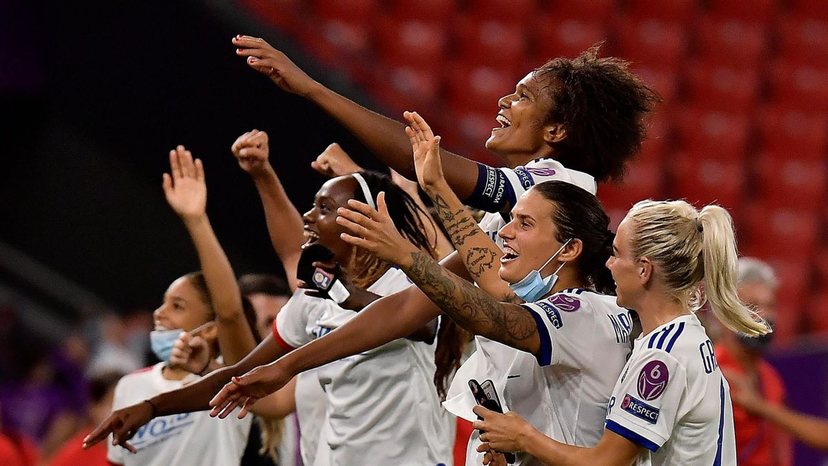 Lyon's players celebrate at the end of the UEFA Women's Champions League semi-final football match between Paris Saint-Germain and Lyon at the San Mames stadium in Bilbao on August 26, 2020.