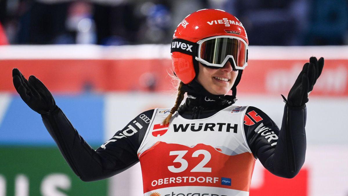 Katharina Althaus und die deutsche Skispringerinnen flogen auf der Normalschanze nur hinterher