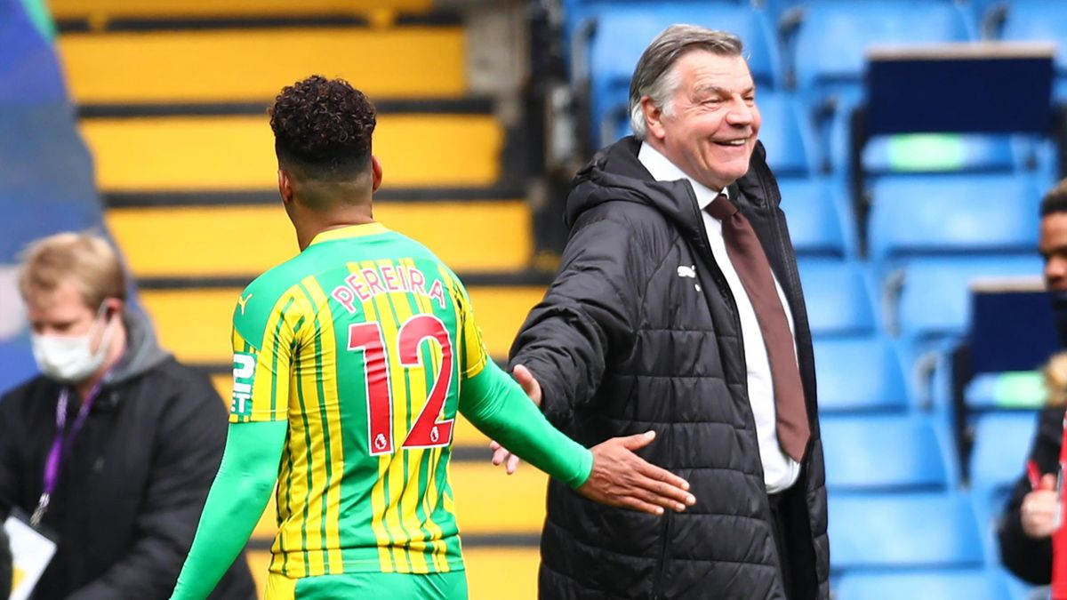 West Bromwich Albion's English head coach Sam Allardyce (R) reacts with West Bromwich Albion's Brazilian midfielder Matheus Pereira at the final whistle during the English Premier League football match between Chelsea and West Bromwich Albion at Stamford