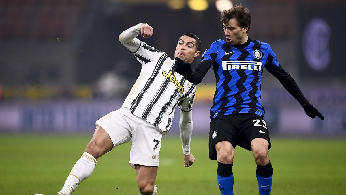 Криштиану Роналду и Николо Барелла в матче «Интер» – «Ювентус»