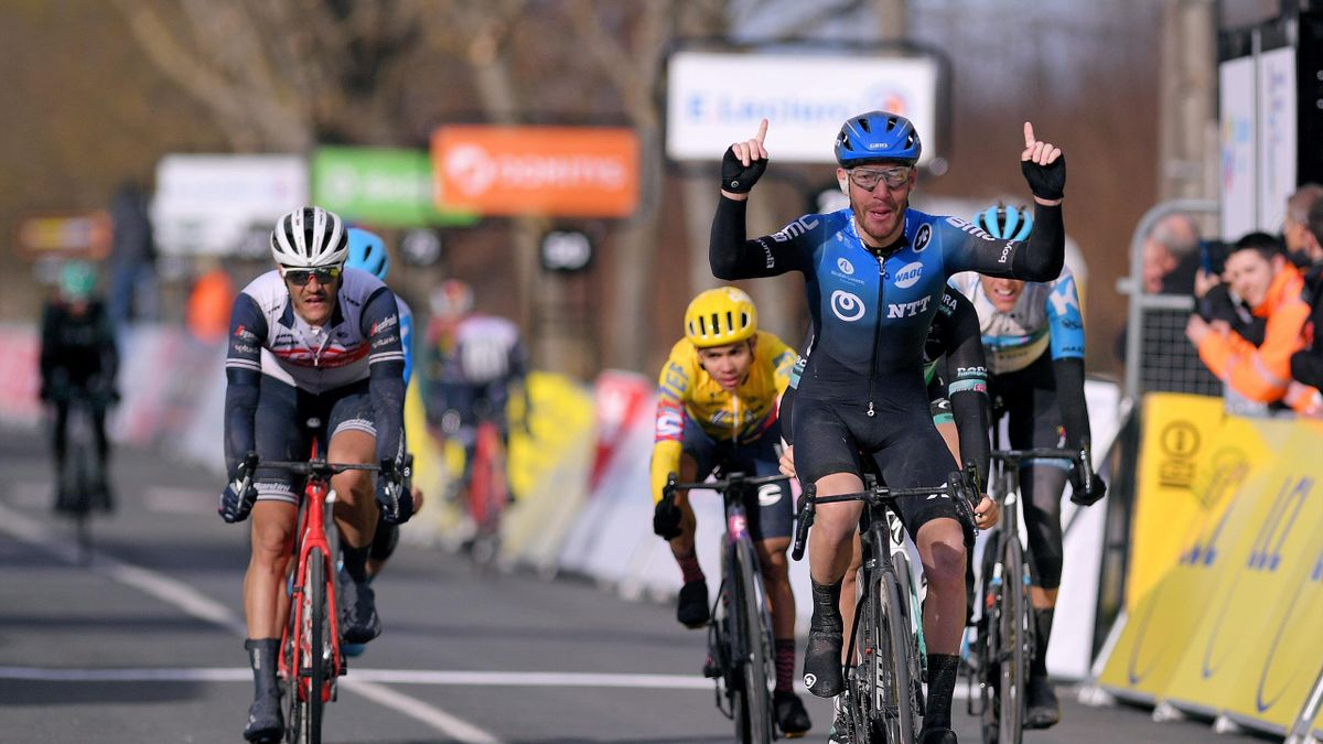 Giacomo Nizzolo wins Stage 2 of Paris-Nice