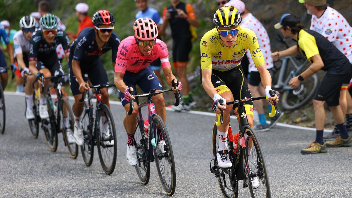 Tadej Pogacar im gelben Trikot in Andorre-la-Vieille