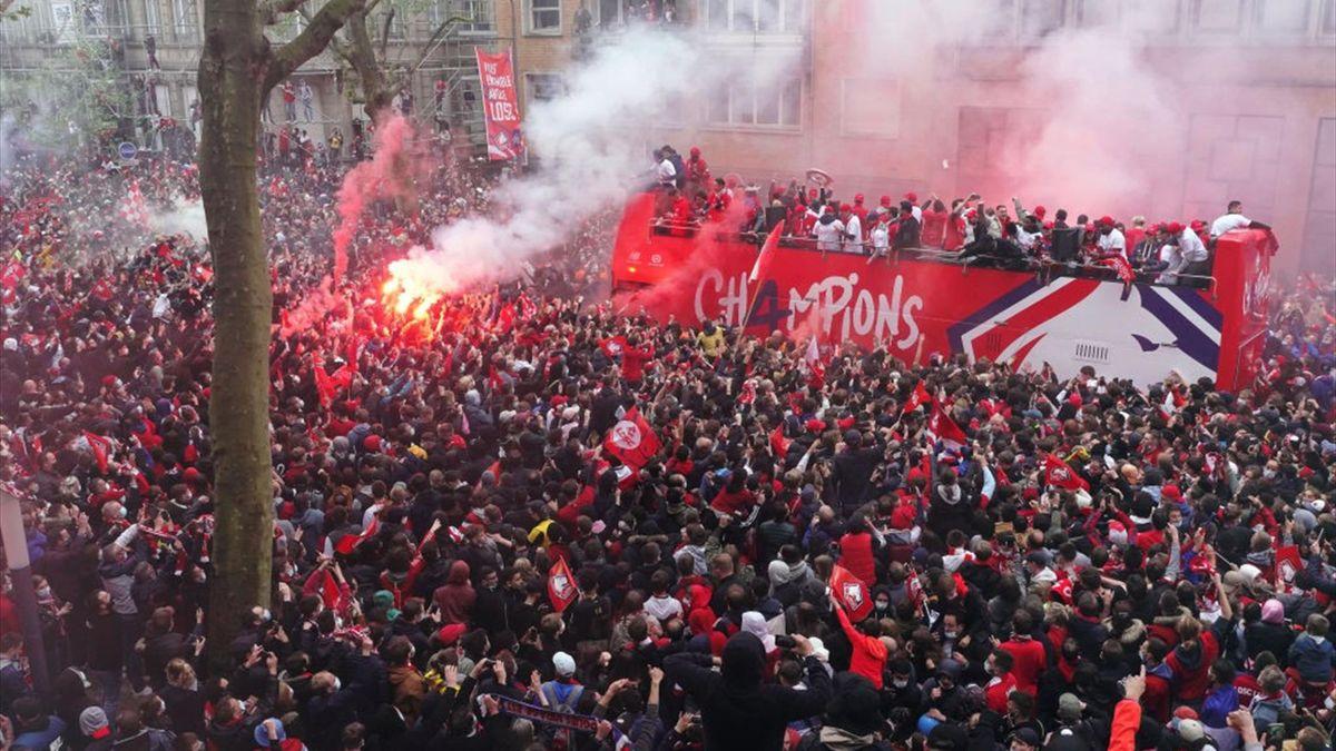 Les joueurs du LOSC célèbrent leur titre de champion de France avec leurs supporters à Lille, le lundi 24 mai