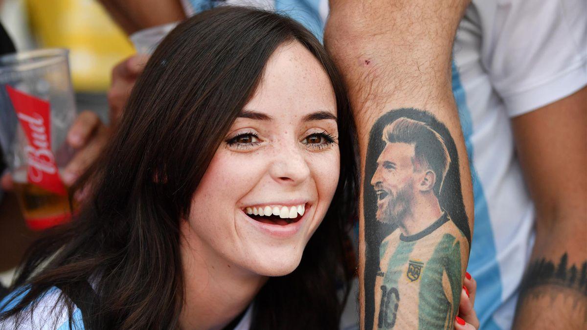 Девушка с татуировкой с изображением Лионеля Месси, Аргентина – Исландия, ЧМ-2018