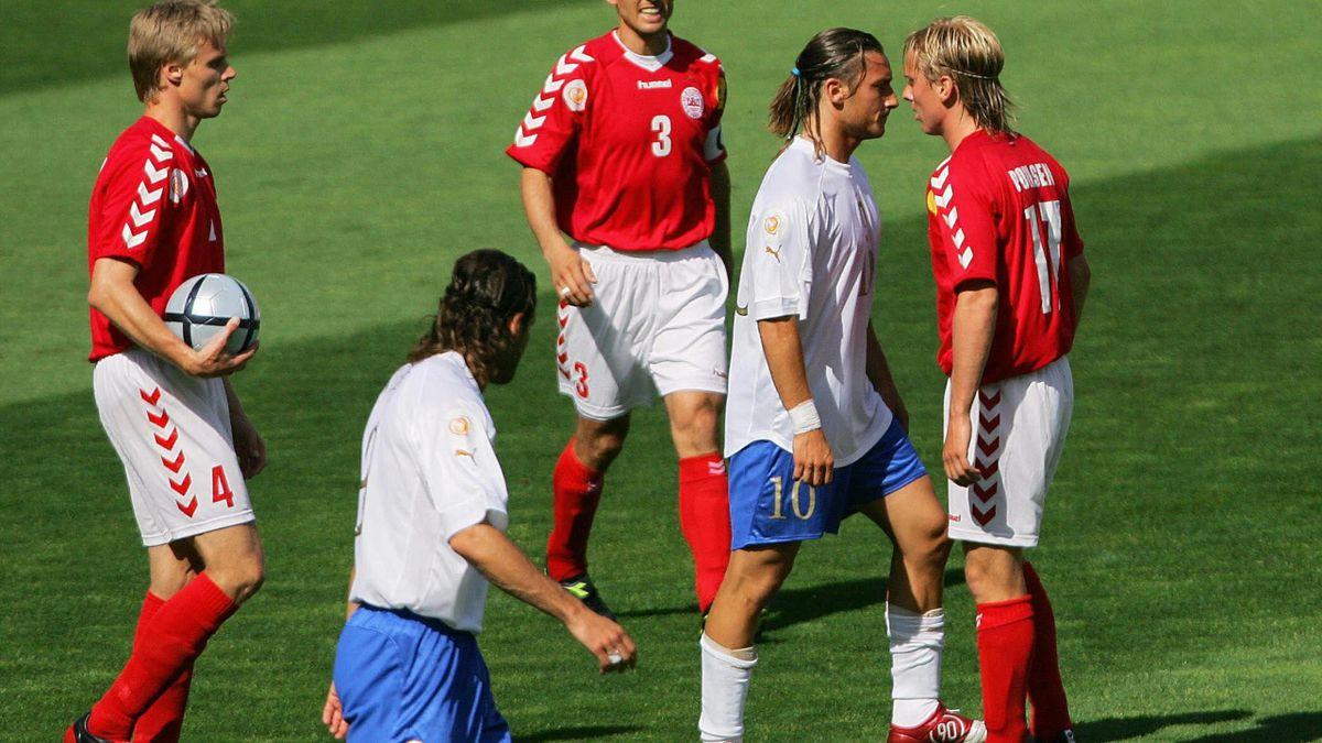 Totti, în duel cu Poulsen la Euro 2004