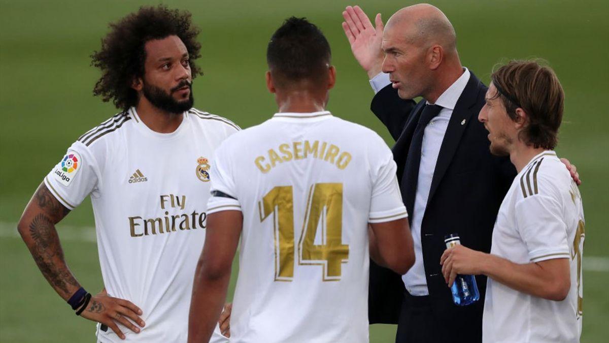 Zinedine Zidane, în timpul meciului dintre Real Madrid și Eibar