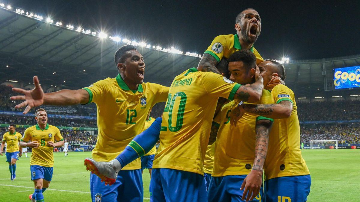 La joie des Brésiliens face à l'Argentine