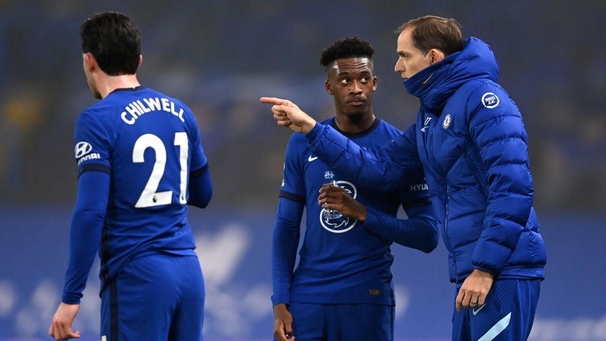 Chelsea-Trainer Thomas Tuchel (rechts) im Gespräch mit Callum Hudson-Odoi (mitte)