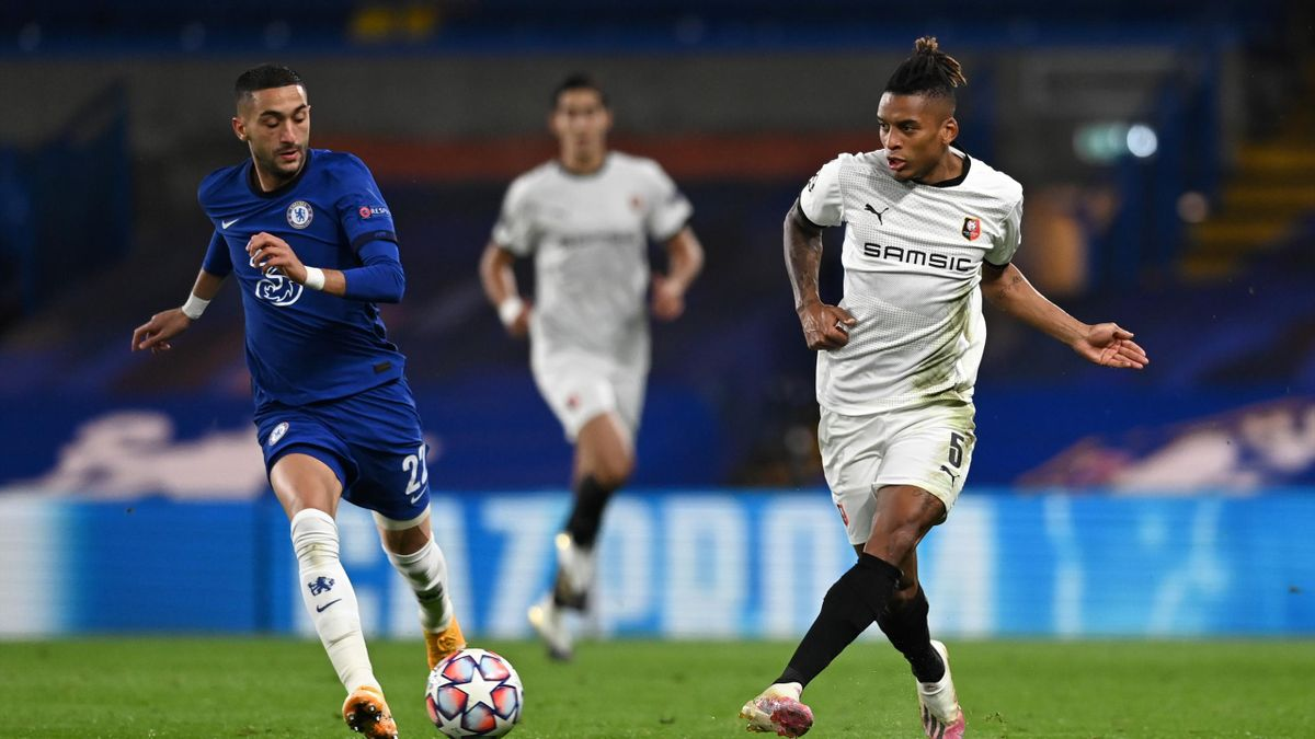 Dalbert of Stade Rennais controls the ball during the UEFA Champions League Group E stage match between Chelsea FC and Stade Rennais