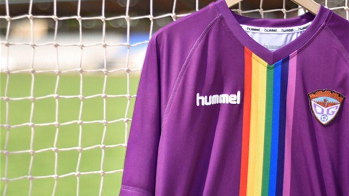 Camiseta arcoiris del Guadalajara