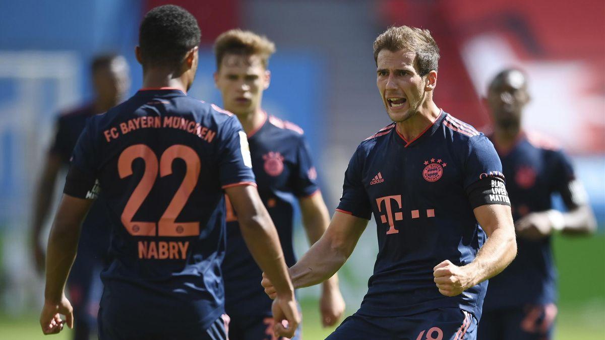 Leon Goretzka bejubelt einen Treffer des FC Bayern gegen Bayer Leverkusen