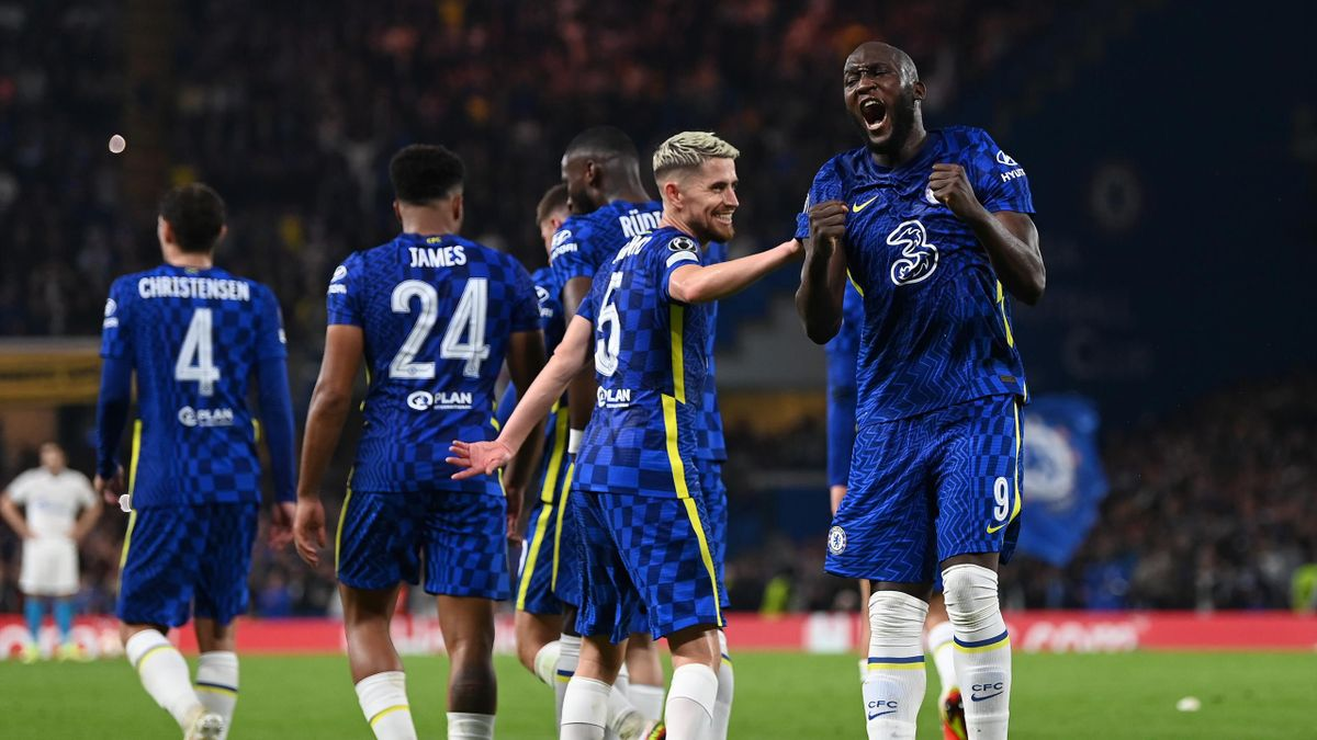 LONDON, ENGLAND - SEPTEMBER 14: Romelu Lukaku of Chelsea celebrates with teammate Jorginho after scoring their side's first goal during the UEFA Champions League group H match between Chelsea FC and Zenit St. Petersburg at Stamford Bridge on September 14,