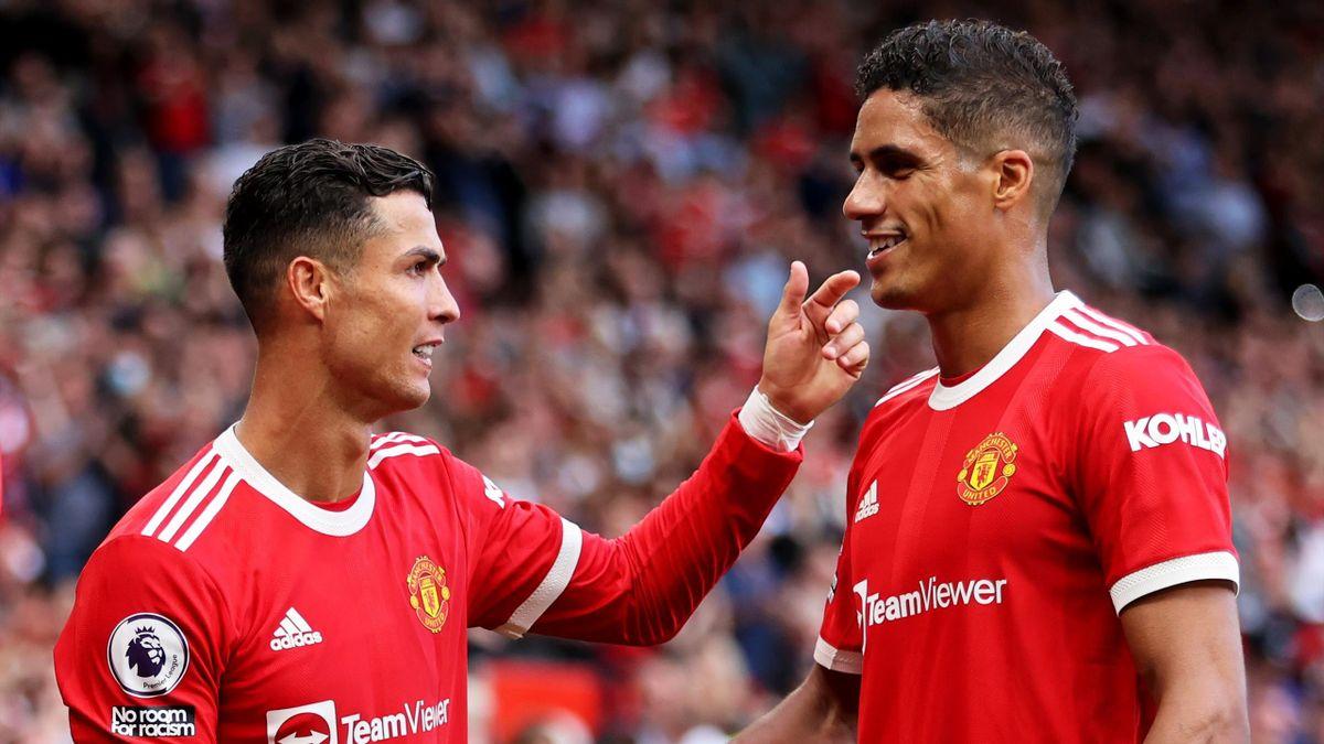 Cristiano Ronaldo et Raphaël Varane, réunis sous le maillot de Manchester United cette saison - 11/09/2021