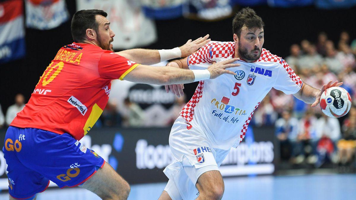 Spaniens Gedeon Guardiola (l.) im Duell mit Kroatiens Star Domagoj Duvnjak