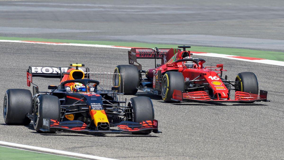 Sergio Perez (Red Bull) et Charles Leclerc (Ferrari) lors des tests à Bahreïn.