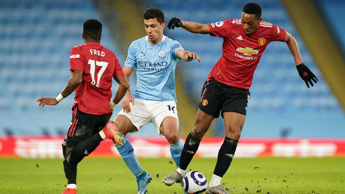 Die United-Spieler Anthony Martial (rechts) und Fred (links) wurden im Derby gegen Manchester City rassistisch beleidigt