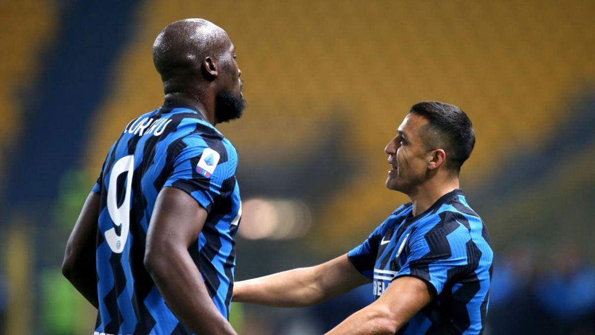 Lukaku e Alexis Sanchez esultano per il gol in Parma-Inter - Serie A 2020/2021 - Getty Images