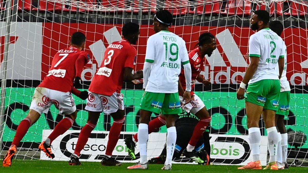 Jean-Kévin Duverne (Brest) célèbre son but contre Saint-Etienne en Ligue 1