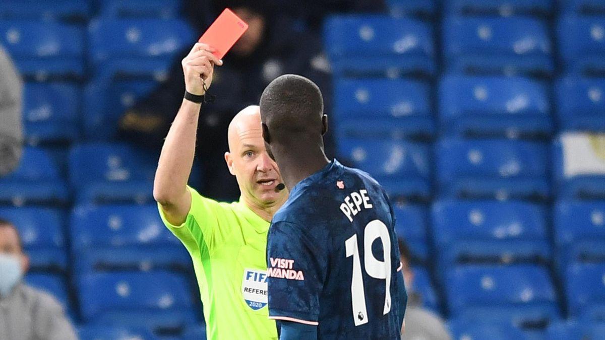 Nicolas Pépé sieht Rot gegen Leeds