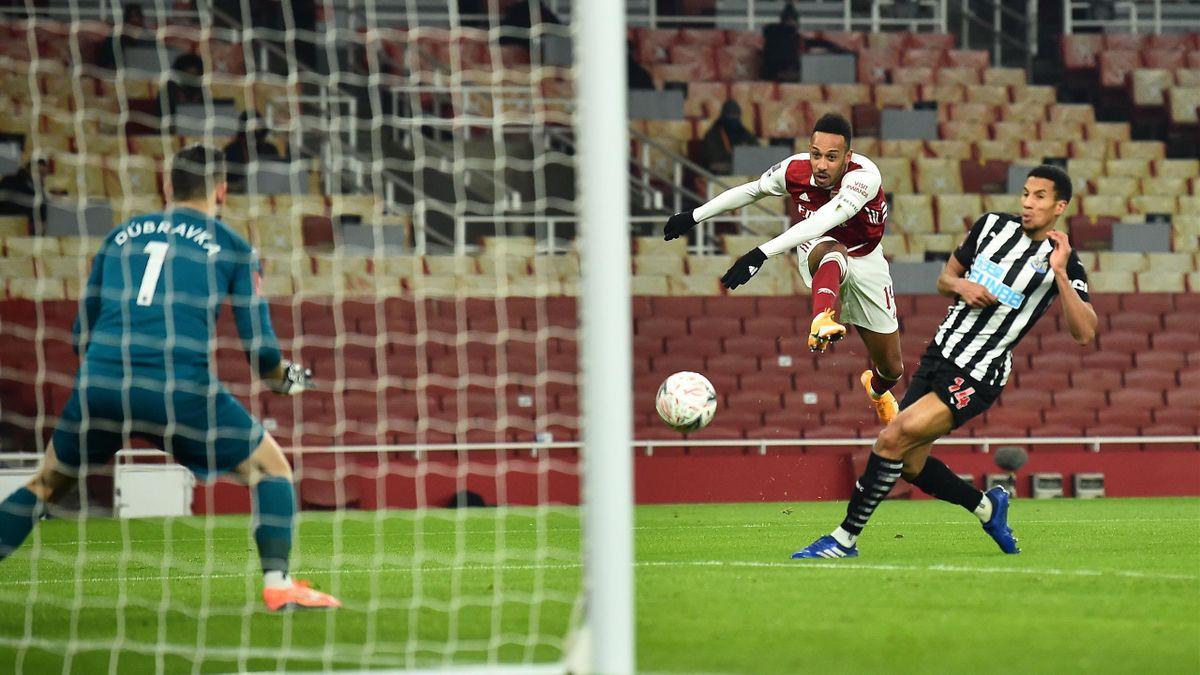 Arsenals Pierre-Emerick Aubameyang (mitte) im Spiel gegen Newcastle United