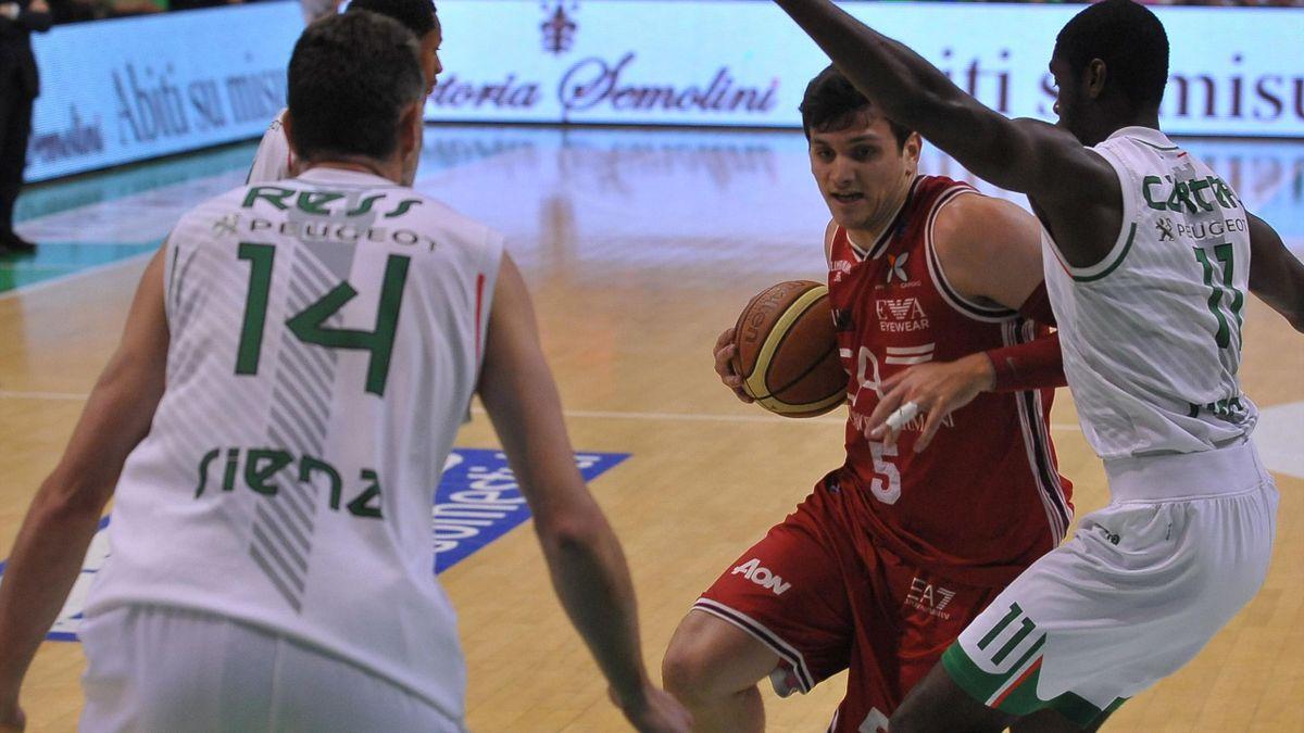 2013-14 Serie A, Milano-Siena, Alessandro Gentile, Josh Carter (AP/LaPresse)