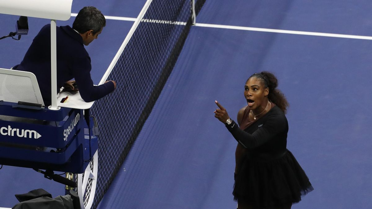 Williams argues with umpire Carlos Ramos during her match against Naomi Osaka