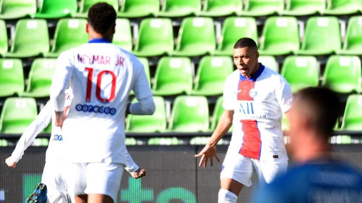 Mbappé e Neymar esultano per il gol in Metz-PSG - Ligue 1 2020/2021 - Getty Images
