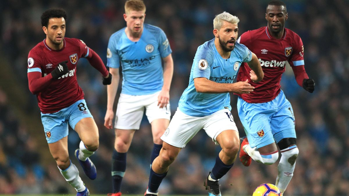 Sergio Aguero of Manchester City runs with the ball during the Premier League match between Manchester City and West Ham United at Etihad Stadium on February 27, 2019 in Manchester, United Kingdom