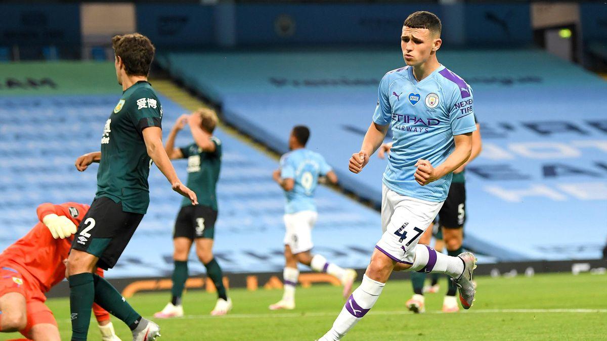 Phil Foden (Manchester City) marchează împotriva lui Burnley