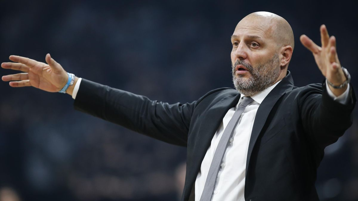 Head coach Aleksandar Djordjevic of Virtus Bologna reacts during the 2019/2020 EuroCup Top 16 Season match between KK Partizan and Segafredo Virtus Bologna at Stark Arena on January 8, 2020 in Belgrade, Serbia